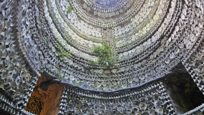 schwer zu finden - die Shell Grotto
