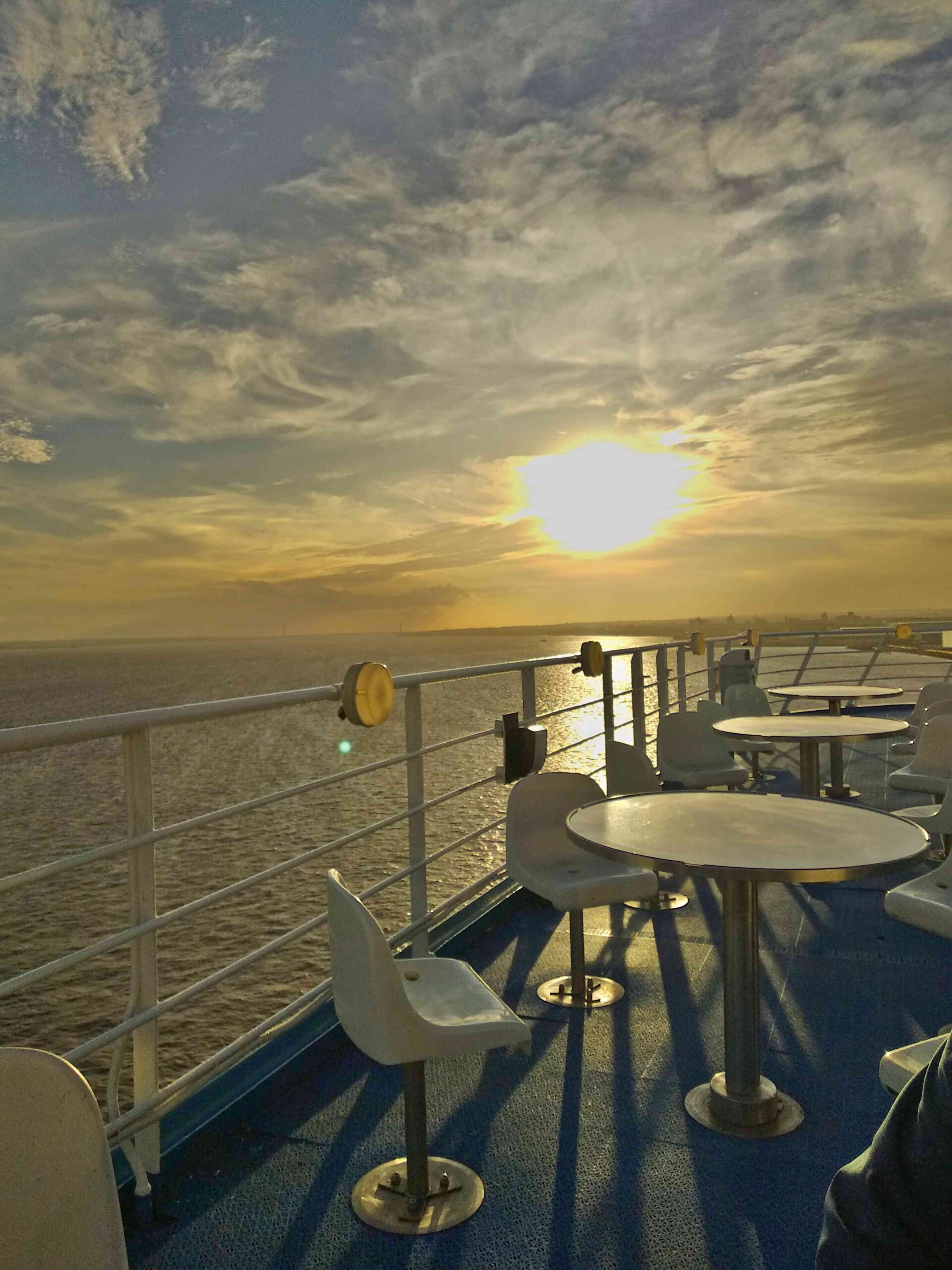 Bild zeigt Sonnenuntergang auf der Reise zurück aus England von Hull nach Rotterdam